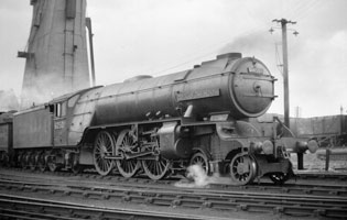 Ex-LNER-loco-60501-Cock-o'-the-North-at-Ferryhill-in-1948